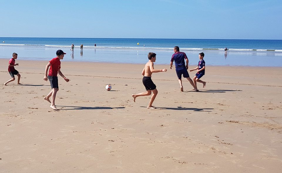 Camping Club Mahana : Animation Sport Foot Plage (3)