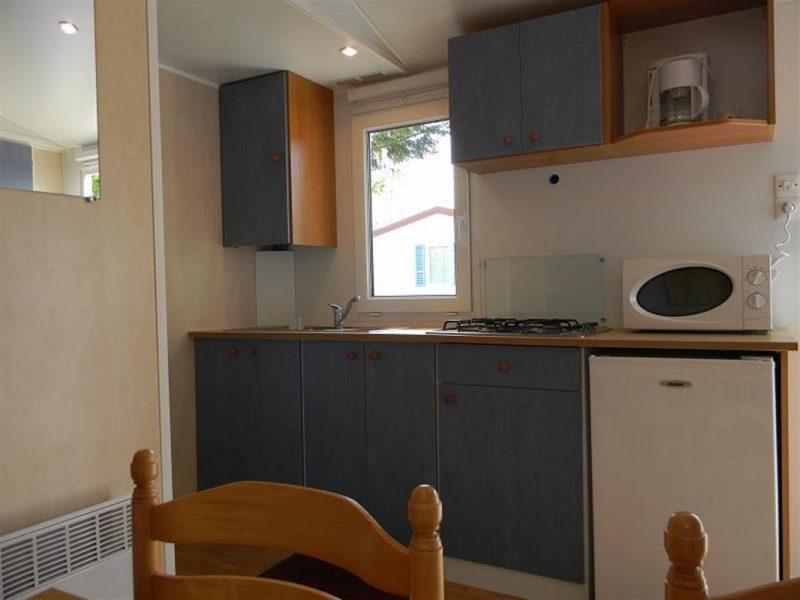 Camping-Club Mahana: Ohana mobile home kitchen