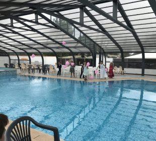 Camping St Hilaire de Riez avec piscine : vue de l'intérieur couvert de l'espace aquatique